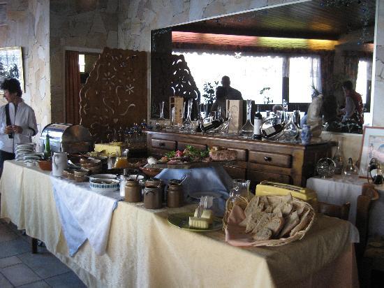 Les Ancolies Hotel : Breakfast buffet.