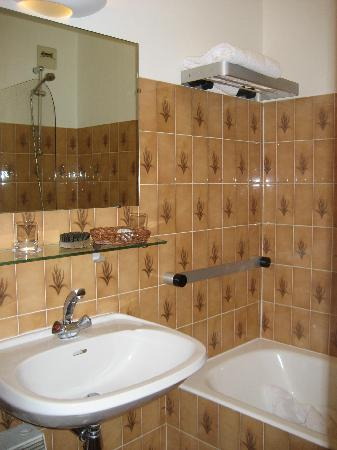 Les Ancolies Hotel : Our bathroom