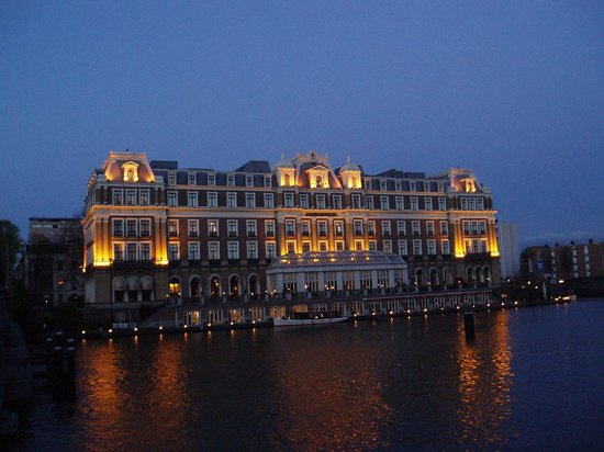 InterContinental Amstel Amsterdam: Evening view of hotel
