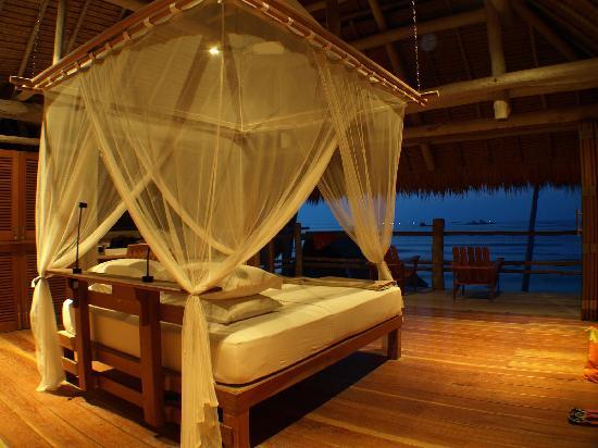 Nikoi Island: Sleeping in Paradise
