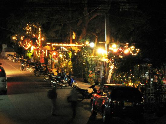 MuongLao Riverside by Villa Xandria: cafes and bars in the GH street