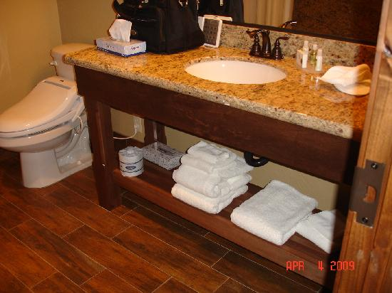 Cable Mountain Lodge : bathroom vanity