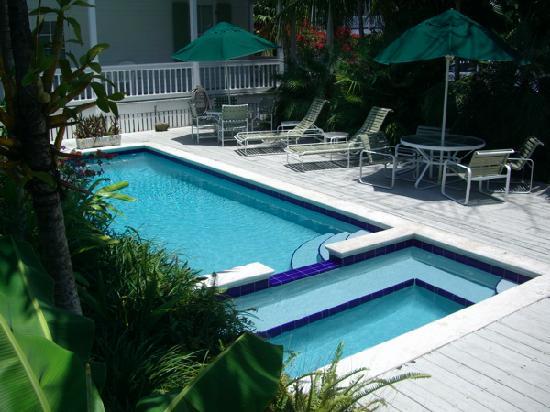 Bahama Gardens: Pool Deck