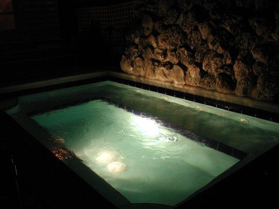 Bahama Gardens: Hot Tub