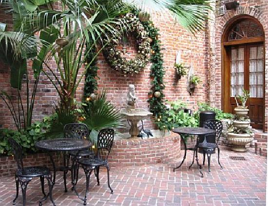Courtyard picture of quarter house resort new orleans for New orleans style house plans courtyard