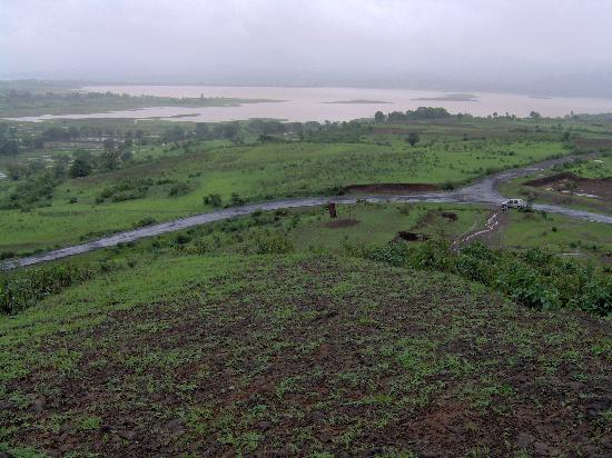 Scenic Vaitarna Lake in the  beautiful Trimbak- Igatpuri stretch, 40 mins. from Nashik