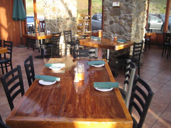 Ragged Point Inn: Inside the restaurant