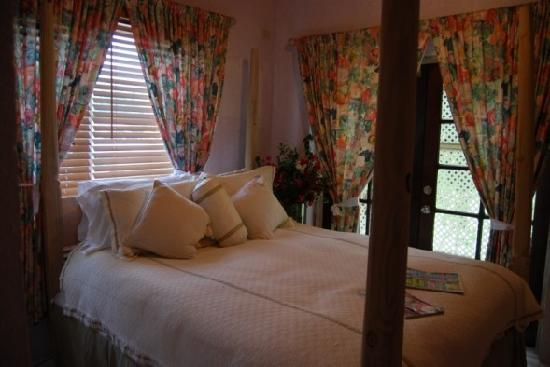 "Sugar Apple Bed and Breakfast : ""Sea Grapes"" bedroom"