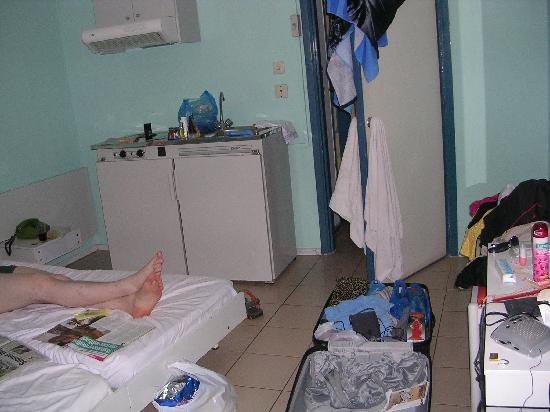Hotel Acandia : Room was simple and quite poor. (sorry about the mess and someones legs..)