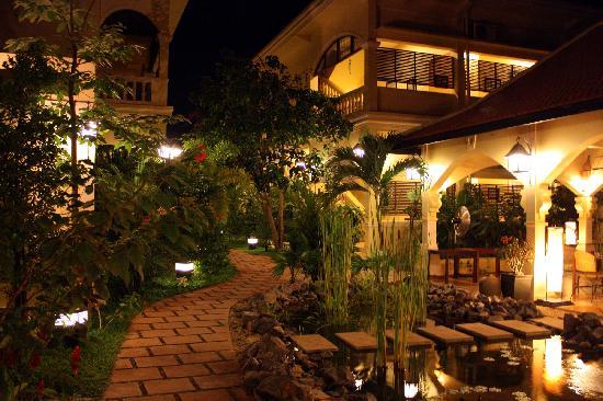 Pavillon d'Orient Boutique-Hotel: night view