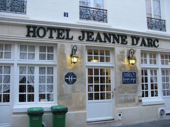 Hotel Jeanne D'Arc : Hotel outside