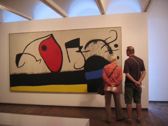 Fondation Joan Miró (Fundació Joan Miró) : admiring miro