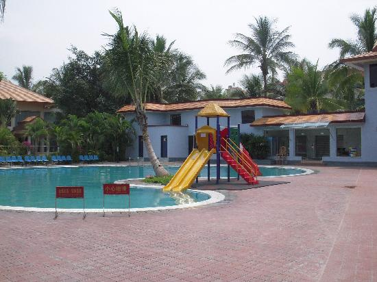 Crown Hotel : Picture of Hotel Pool