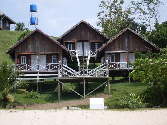 Tempurung Seaside Lodge: The three chalets