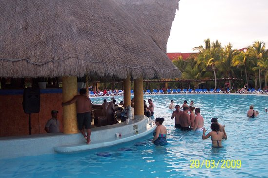 barcelo maya beach swim up bar beach resort side