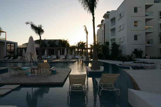 Gansevoort Turks + Caicos: Pool at Sunset