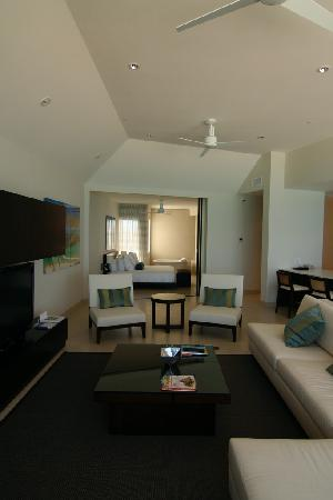 Gansevoort Turks + Caicos: Penthouse bedroom and living room