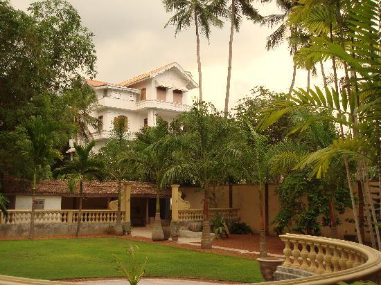 La Maison Nil Manel: un des jardins.....