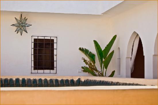 Riad Aguaviva: Un espacio ideal para una cena a la luz de las velas