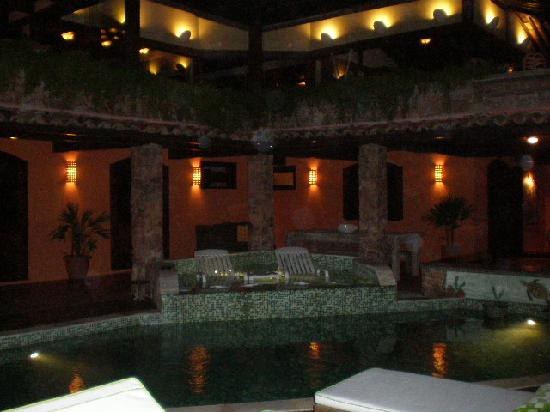Cachoeira Inn: Pool at night