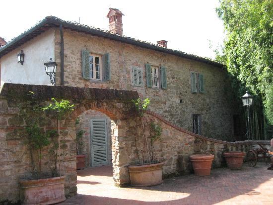 Villa Barberino: Una delle cascine del borghetto che ospitano le camere