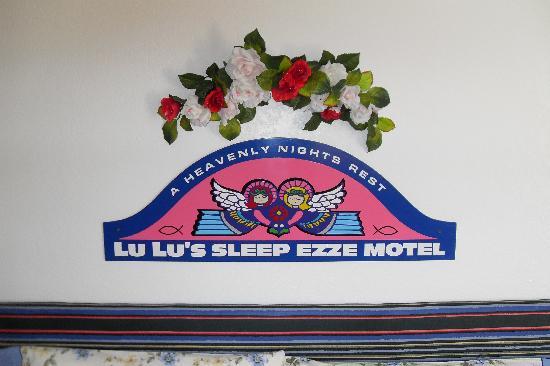 LuLu's Sleep Ezze Motel : Original headboard