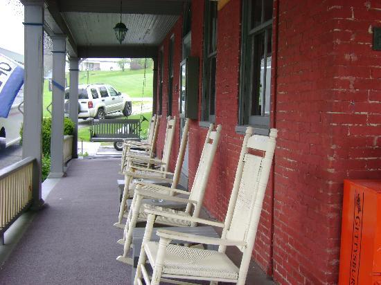 Rocking chairs along front porch of Cashtown Inn
