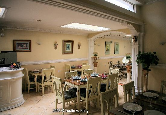 Eugenia Hotel: Well decorated dining room.