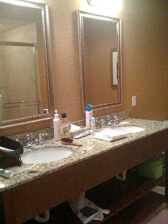 Lake Eve Resort : Master suite bathroom