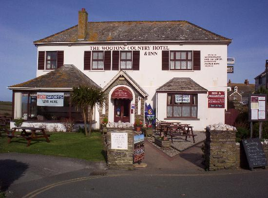 The Wootons Country Hotel: Front of the hotel