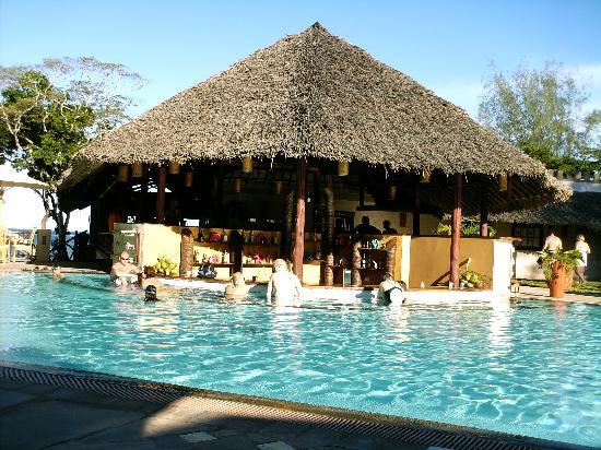 Baobab Beach Resort & Spa: The pool bar.