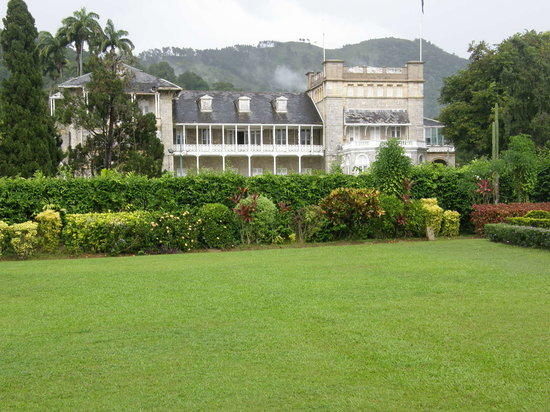 Puerto de España, Trinidad: The President's House is right next to and behind Botanical Gardens