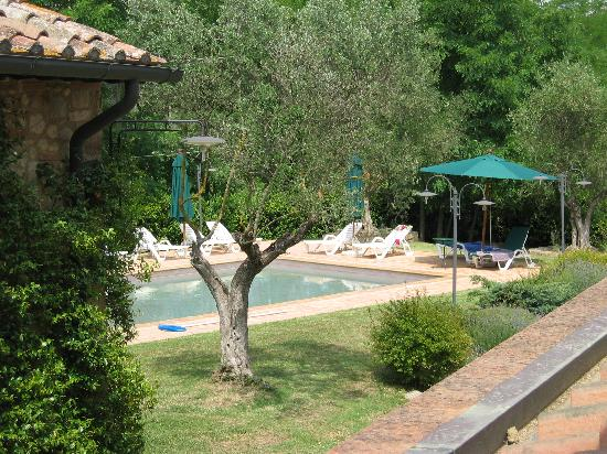 Santa Maria a Poneta: View from Sant Apiano aufs Pool