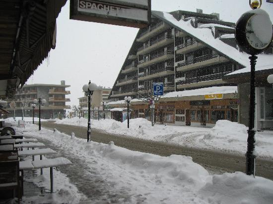 Crans-Montana, Suisse : After snow storm in Montanan= center