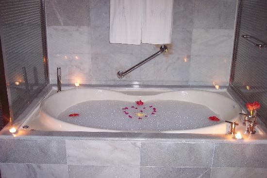 Iberostar Grand Hotel Rose Hall: Our tub