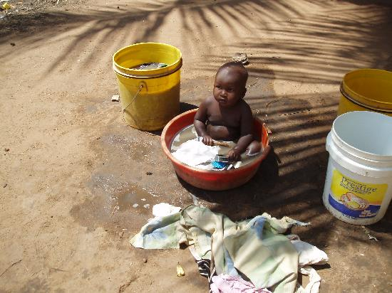 Mnarani Club & Spa : Baby in washing up bowl with the washing !!!