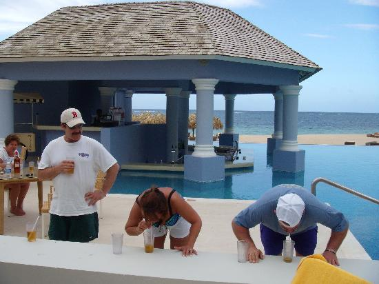 Iberostar Grand Hotel Rose Hall: drinking games