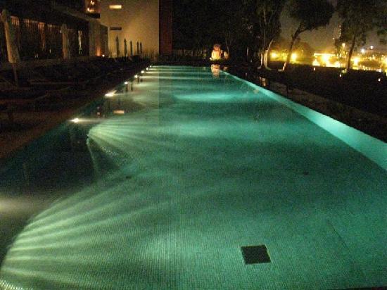 อนันตรา เชียงใหม่ รีสอร์ท แอนด์ สปา: Pool at night