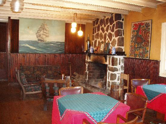Hosteria La Candela: Lounge & Fireplace