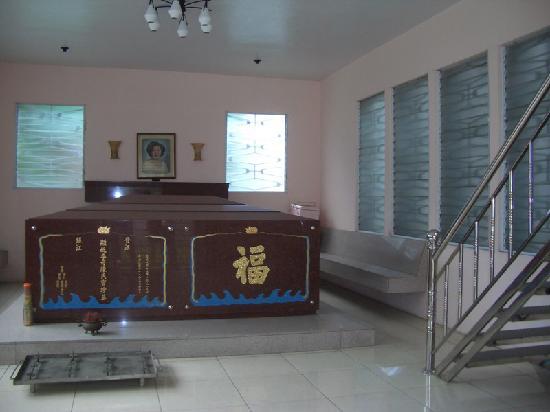 Chinese Cemetery: Play mahjongg upstairs please