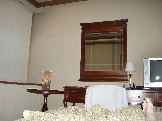 เฮรอลด์ สวีทส์ โฮเต็ล: Single room. Herald Suites hotel, Makati