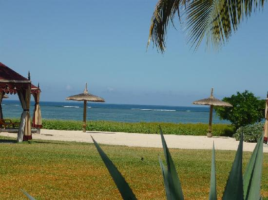 Maradiva Villas Resort and Spa: More beach