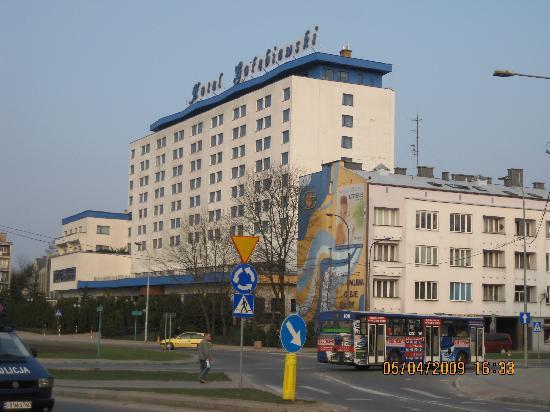 Golebiewski Hotel: Hotel from roundabout