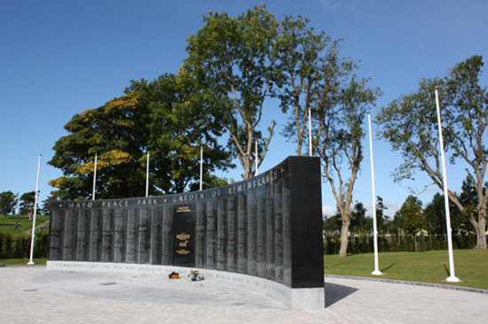 Castlebar, Irlande : The Mayo Memorial Peace Park, Garden of Remembrance