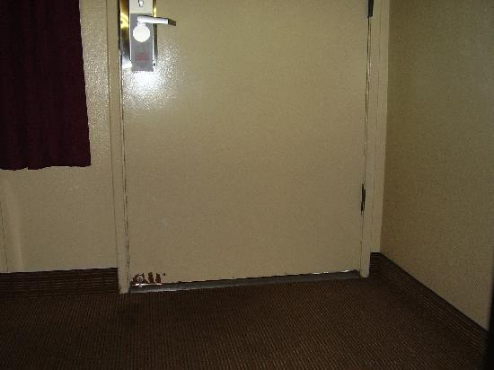 Americas Best Value Astoria Inn and Suites: The Room Door & the daylight