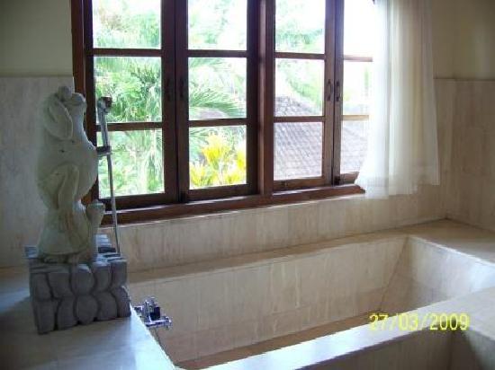 Alam Shanti: Bañera gigante