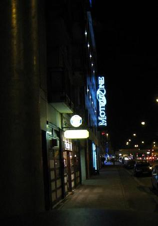 Hotel Westend: Hotel is easily spotted if one arrives at night, which I did.