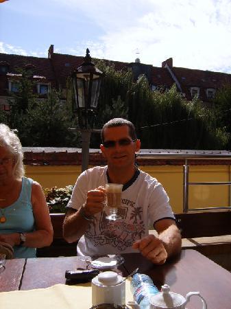 Pensjonat Jana Pawla II: Lovely outside dining in the hotel