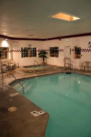 La Quinta Inn & Suites Spokane North: Indoor Pool