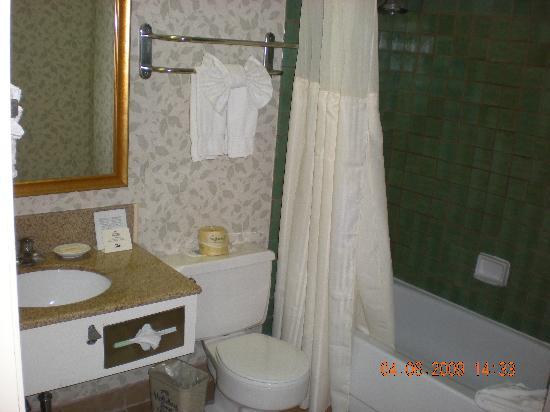 Holiday Inn Express Solvang: bathroom